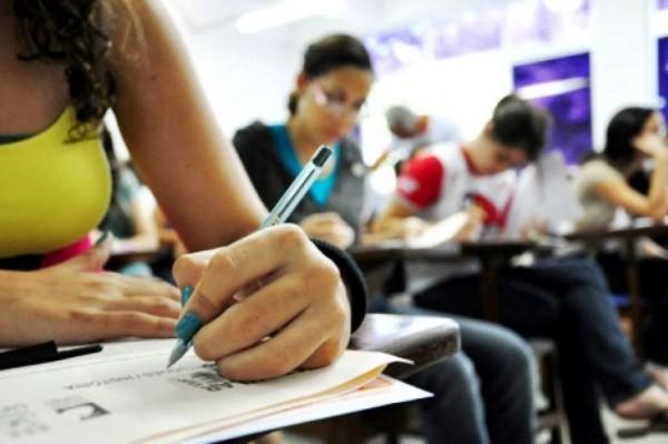 Peça ao seus professores que passem mais exercícios de redação durante as aula (Foto: Divulgação)