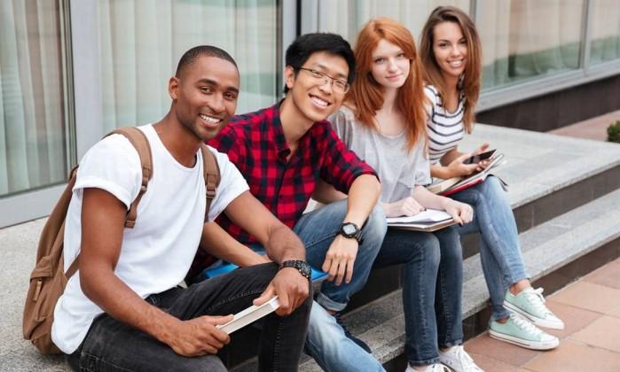 Somente quem pode ficar isento da taxa são os estudantes que concluem o ensino médio este ano ou aqueles cuja família está cadastrada no CadÚnico. (Imagem: Divulgação)